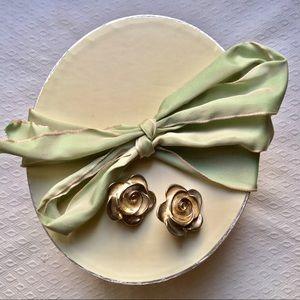 Vintage rose blossom clip-on earrings !!🌹